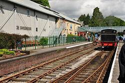 Repulse at Lakeside railway station (6622).jpg