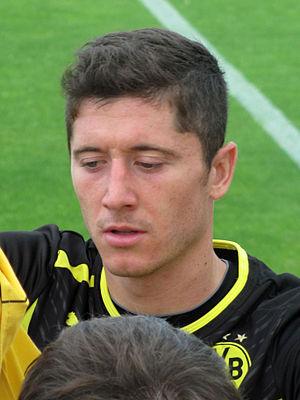 Robert Lewandowski - Lewandowski with Dortmund signing autographs in 2012