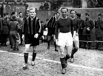 Lennart Skoglund - Skoglund (left) entering the pitch ahead of a game against Torino on 7 January 1951, where he faced fellow Swede Kjell Rosén (right).