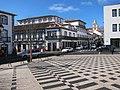 Rua da Sé com torres da Sé de Angra ao fundo.jpg