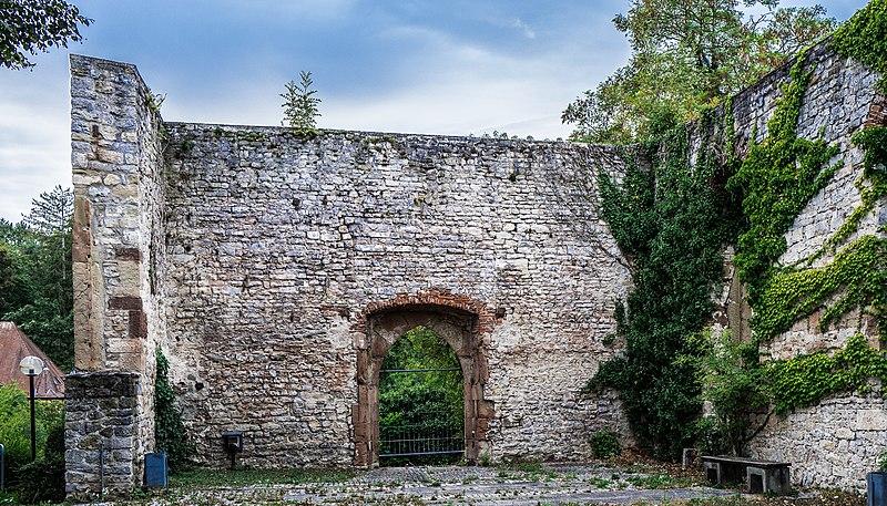 File:Ruine der Evangelischen Pfarrkirche St. Walpurgis.jpg