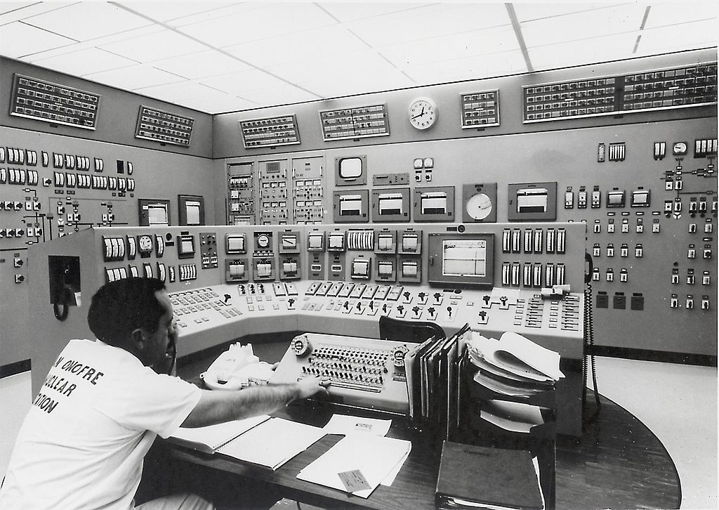 File San Onofre Nuclear Generating Station Control Room