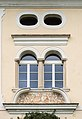 Sankt Jakob im Rosental 31 Pfarrhof Supraporte und Zwillingsfenster 15102016 4626.jpg