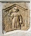 Sankt Veit Sankt Donat Pfarrkirche hl. Donatus röm. Relief Dienerin 12092018 4661.jpg