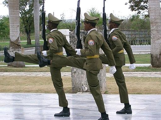 Santiago de Cuba - Garde au Mausolée José Marti