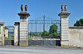 Schloss Walpersdorf - Meierhof Portal.jpg