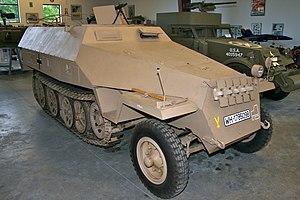 Wermacht rendszámú Sd.Kfz. 251/1 Ausf. D egy magángyűjteményben. Homloklemezén az alakulat jelzései láthatóak