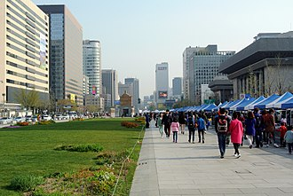 Jongno District - Sejong-ro looking south, fair on the pedestrian stretch