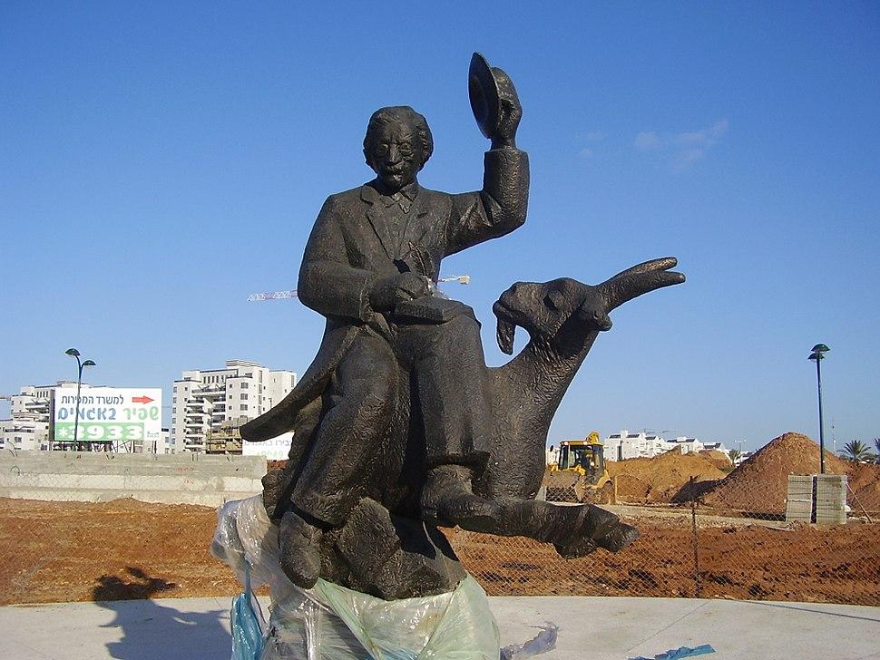 Sholem Aleichem Statue in Netanya, Israel