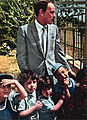 Sinatra and Israeli children 1962.jpg