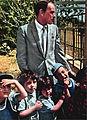 Sinatra and Israeli children 1962.jpg