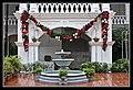 Singapore Raffles Hotel Garden Fountain-1 (6634178811).jpg