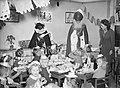 Sinterklaas, bezoeken, scholen, pieten, leerlingen, sint nicolaas, Bestanddeelnr 902-4950.jpg