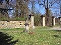 Socha u brány zámeckého parku.jpg