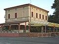 Soresina - ex stazione ferroviaria SNFT - fabbricato viaggiatori lato strada.jpg