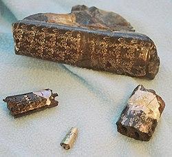 桿菊石的化石,一些還保有珍珠層。