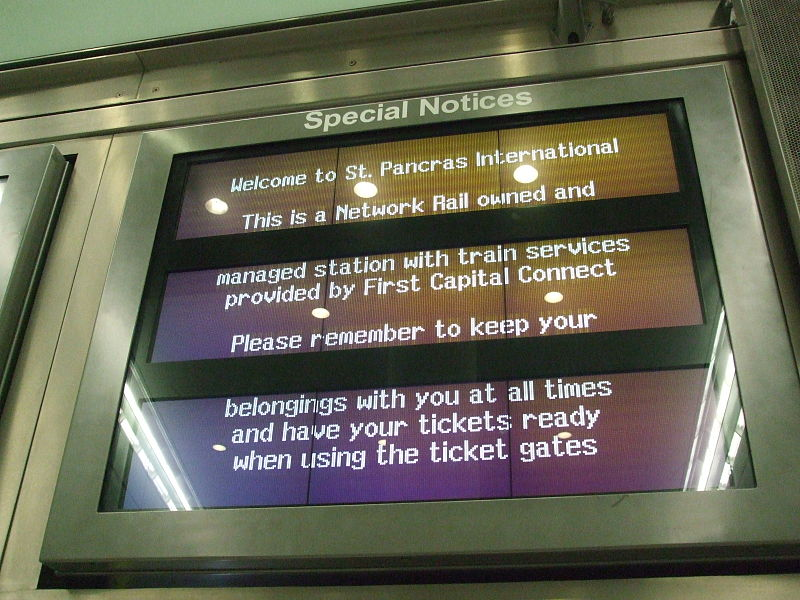 File:St Pancras International low level platform monitors.JPG