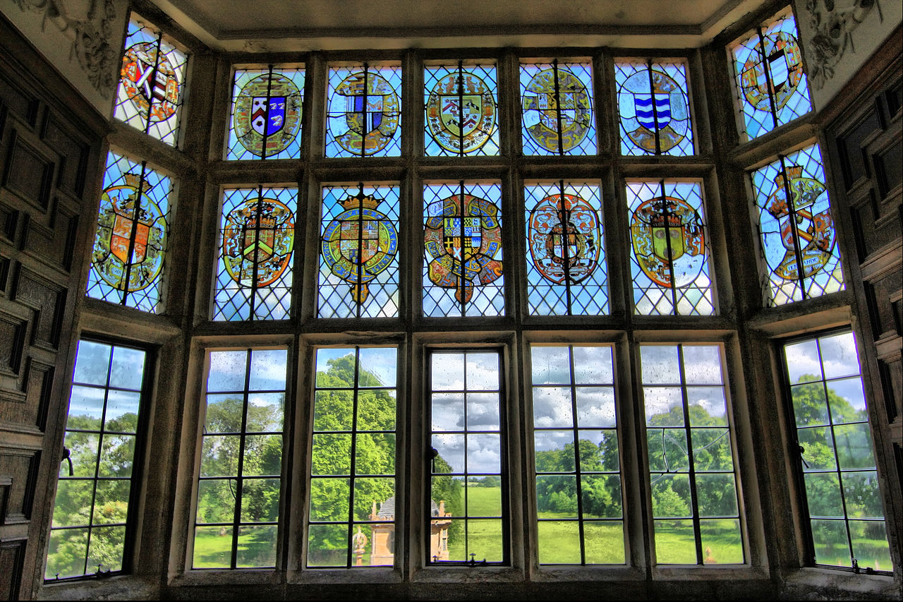 File:Stained glass window, overlooking gardens of Montacute House ... - ^