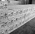 Stapels kratten gevuld met eieren, Bestanddeelnr 252-9084.jpg
