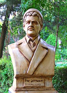 Statue of Kurdish writer Najmadeen Mala in Sulaymaniyah, Kurdistan, Iraq.jpg