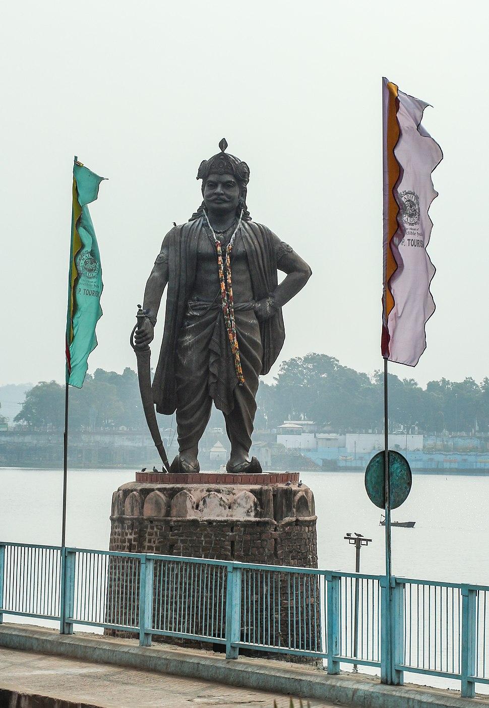 Statue of Raja Bhoja 01