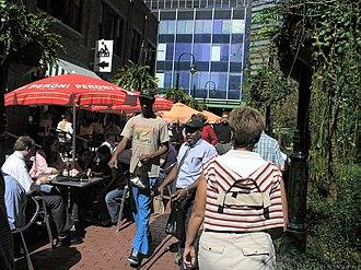 Culture of Dallas - Pedestrians in downtown.