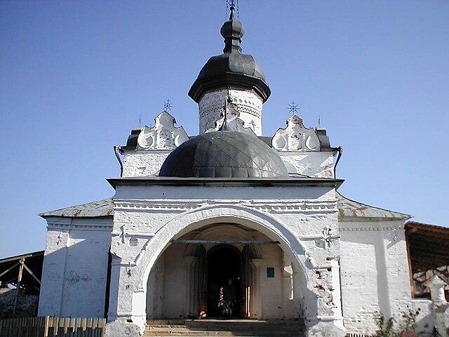 https://upload.wikimedia.org/wikipedia/commons/thumb/c/cb/Sviyazhsk-uspensky-tmpl.jpg/640px-Sviyazhsk-uspensky-tmpl.jpg