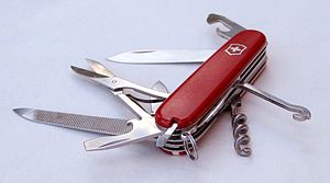 Swiss army knife open 20050612 (cropped).jpg