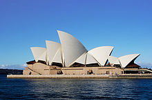 The[깨진 링크(과거 내용 찾기)] Sydney Opera House appears to float on the harbour. It has numerous roof-sections which are shaped like huge shining white sails