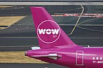 TF-BRO Airbus A320-200 WOW air DUS 2018-07-31 (27a) (44116632151).jpg