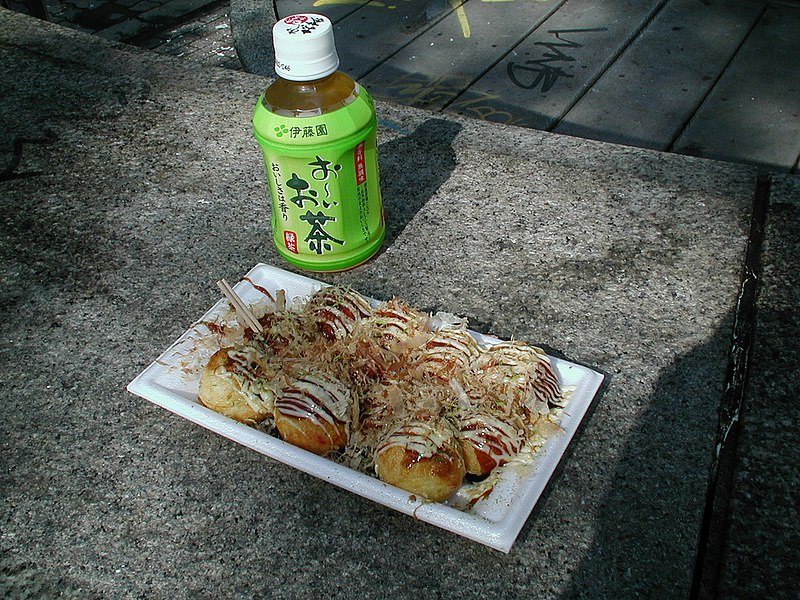 File:Takoyaki and tea by nozawana in Amerikamura, Osaka.jpg