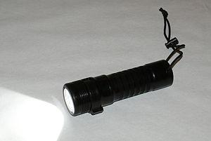 Dive light - handheld 1000-lumen LED dive light