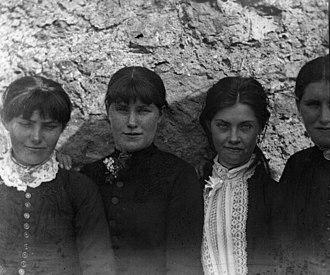 Bodyke - Image: The O Halloran girls, Bodyke, Co.Clare (5261692614)