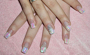 English: Artificial Nails Polski: Tipsy