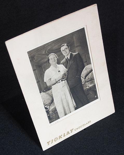 File:Tjoklat chocolade met afbeelding van koninklijk paar.JPG