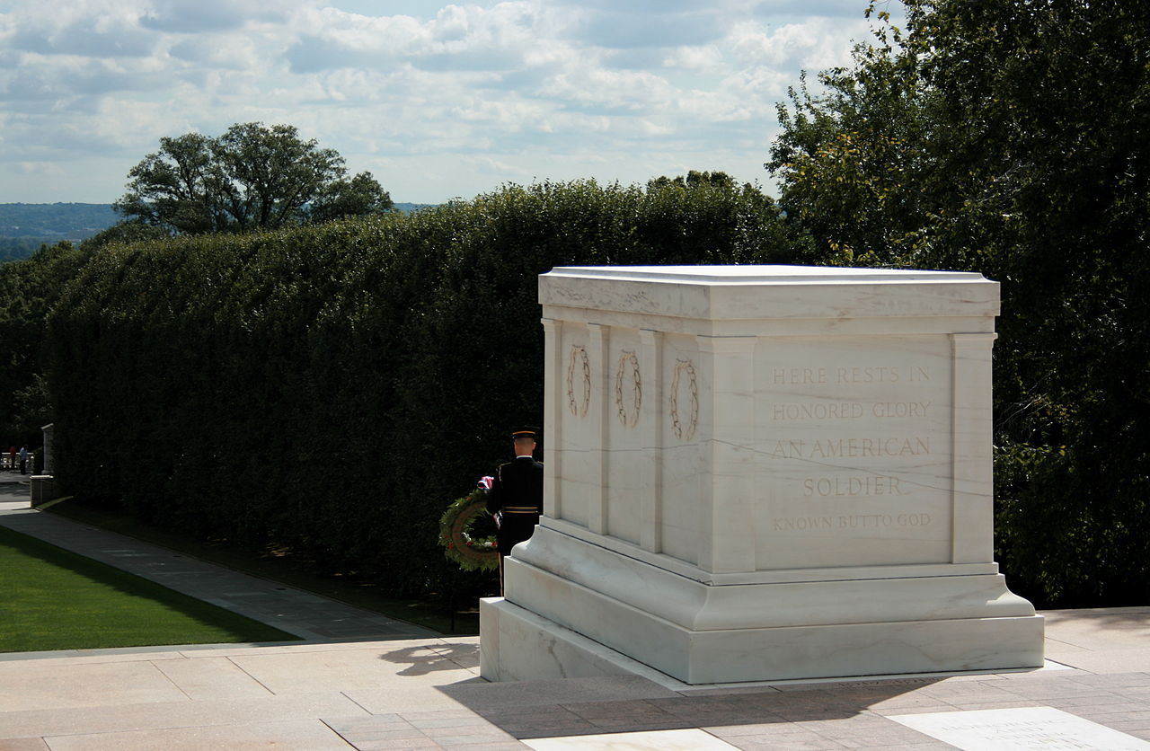 http://upload.wikimedia.org/wikipedia/commons/thumb/c/cb/Tomb_of_Unknown_Soldier_14.jpg/1280px-Tomb_of_Unknown_Soldier_14.jpg