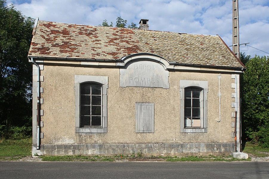 Ancien batiment de pompes à incendie à Trépot (Doubs).