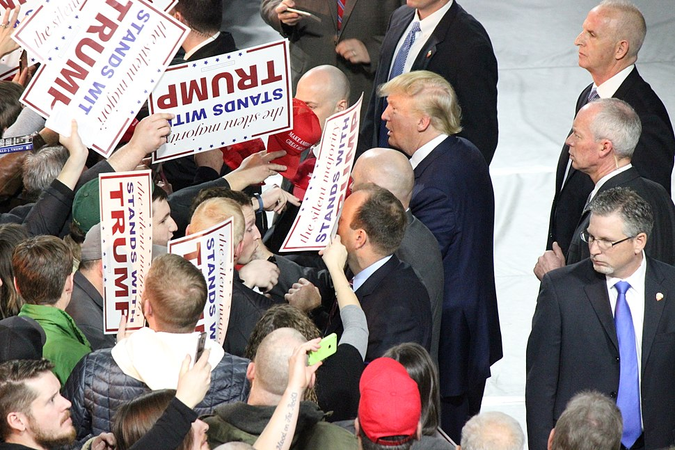Trump with supporters in Iowa, January 2016 (2)