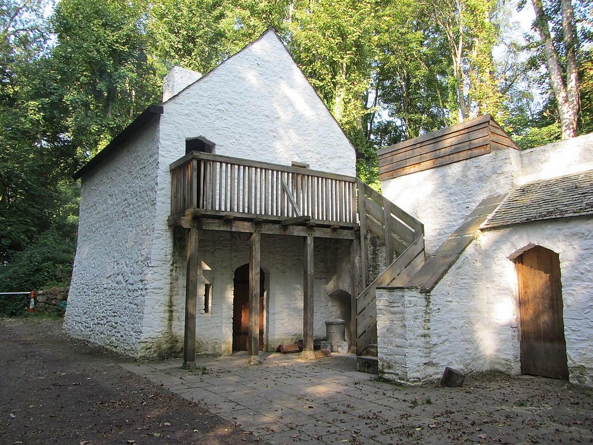 Tudor Trader House