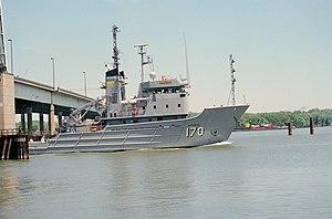 USNS Mohawk (T-ATF 170) passes Woodrow Wilson Memorial Bridge
