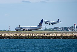 United Boeing 737 and Jetblue Embraer 190 at Boston Logan International Airport