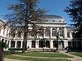 Université Lyon 2 - Bâtiment et statue de Claude Bernard 2.jpg