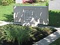 Ursula Stock - Grabmal für Heinz Rall und für sie selbst (2006, Foto 2013).jpg