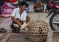 Vendedor callejero de gallinas, Ciudad Ho Chi Minh, Vietnam, 2013-08-14, DD 01.JPG