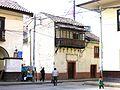 Viejo edificio con balcon, habla de un pasado muy bueno. (frente plaza central) - panoramio.jpg