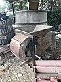 Vieux objets entreposés dans un hangar de la rue des Andrés à Saint-Maurice-de-Beynost, Ain, France - 3.jpg