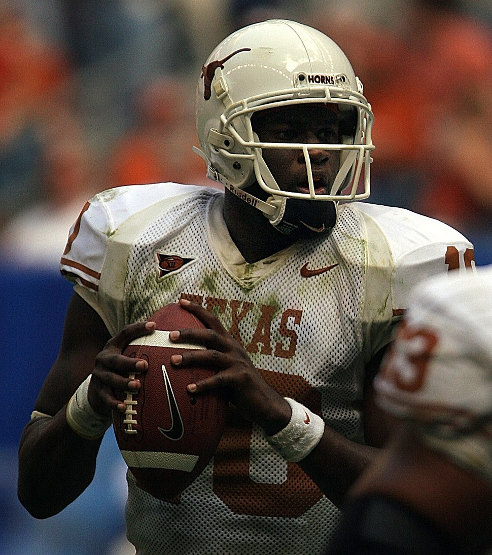 Vince Young 2005 (cropped)