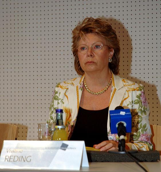 https://upload.wikimedia.org/wikipedia/commons/thumb/c/cb/Viviane_reding_02.jpg/562px-Viviane_reding_02.jpg