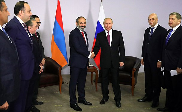 Vladimir Putin and Nikol Pashinyan (2018-05-14) 01.jpg
