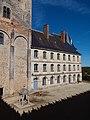 Vue 2 aile XVIIIeme siècle cour du château de la Rochefoucauld.jpg
